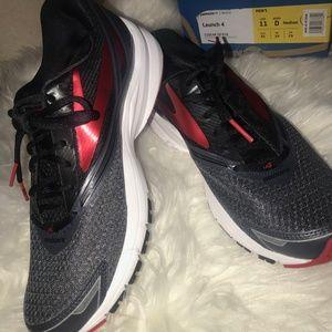 New!!!! Men's Brooks running shoes